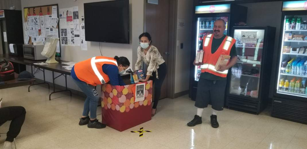 Wilmer associates collect canned goods